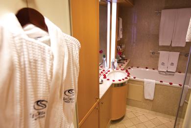 Admiral Suite Bathroom